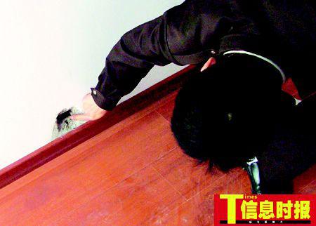广州一大厦百余业主拒收楼 三光头男子威胁封楼
