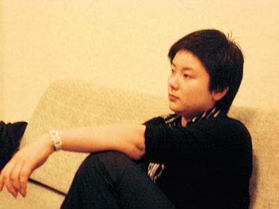 26岁东阳富姐吴英被刑拘 所有门店都被砖头封死