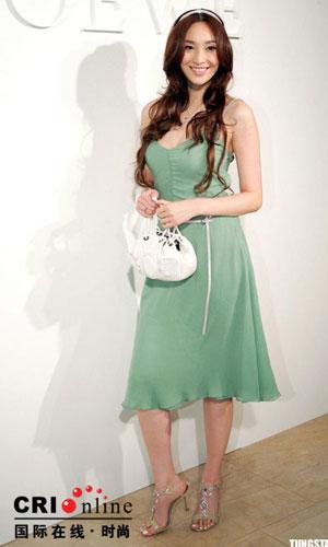 服装:众美女明星 演绎春装(4款)
