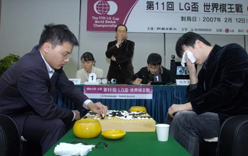 图文:与周俊勋会师LG杯决赛 胡耀宇赛后复盘