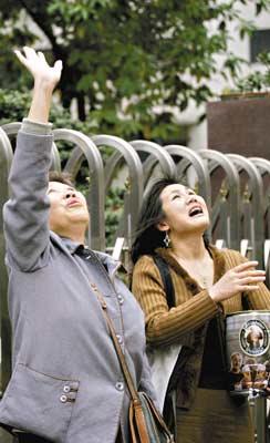 男子26楼欲跳 女高音歌唱家高呼:别做傻事(图)
