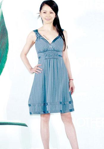 明星秀 07年丝缎裙装