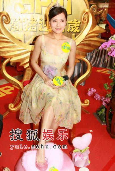 组图:郭羡妮工作中过情人节 称不想嫁入豪门