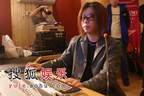 试听:郭峰 - 爱你的心《放飞奥运》主题曲