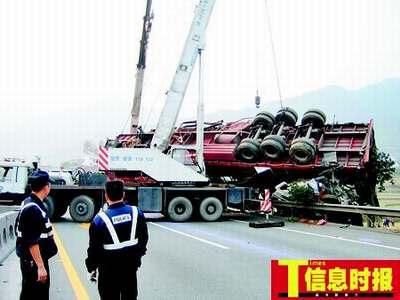 京珠高速发生车祸8死5伤 肇事司机被刑拘(组图)