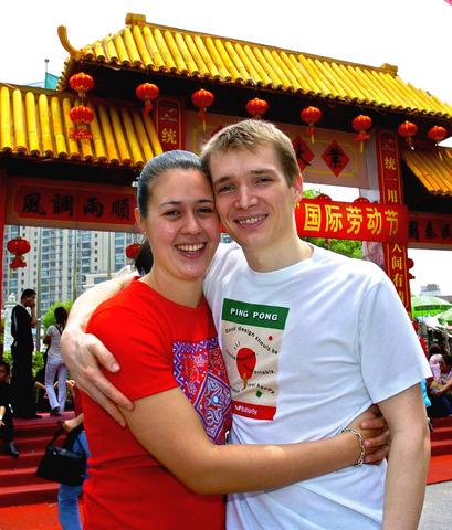 组图:世界体坛百大情侣 施拉格与妻子