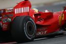 图文:F1西班牙试车结束 马萨顺利过弯