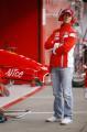 图文:F1西班牙试车结束 舒马赫在维修区