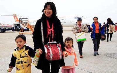 厦门机场迎来两岸春节包机