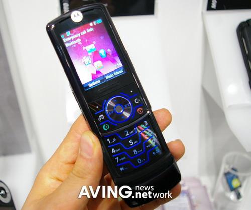摩托罗拉超薄滑盖手机MOTORIZR Z6