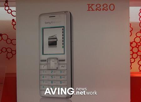3GSM新品手机图赏:索爱K220(组图)