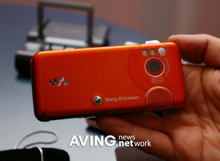 3GSM新品手机图赏:索爱W610(组图)