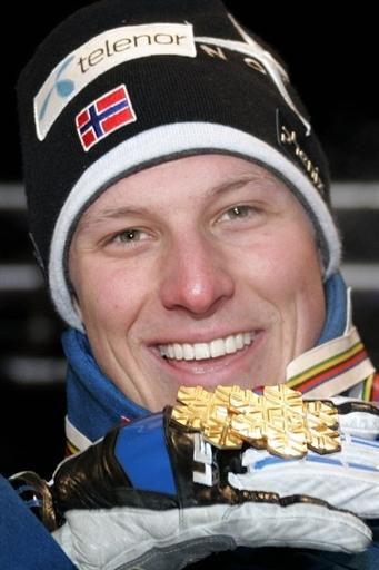图文:高山滑雪世锦赛男子大回转 冠军品味胜利