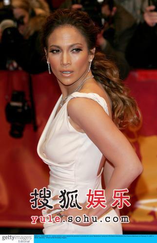 图:詹妮弗-洛佩兹性感亮相红毯 尽显女王风范