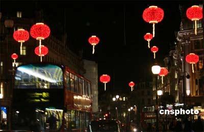 伦敦中国年开幕 国奥门将王大雷获邀点亮红灯笼(组图)