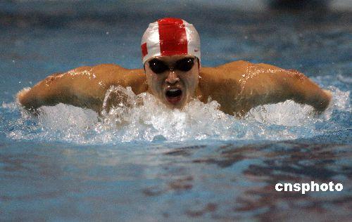 图文:中国游泳军团水中过年 吴鹏备战世锦赛