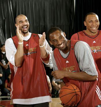 NBA图:西部明星训练 科比布泽尔嘻嘻哈哈