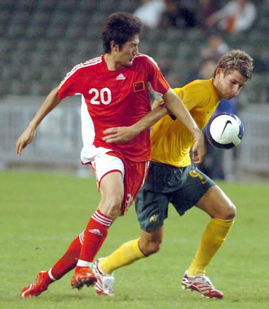 图文:贺岁杯中国国奥2-0澳大利亚 于海反抢