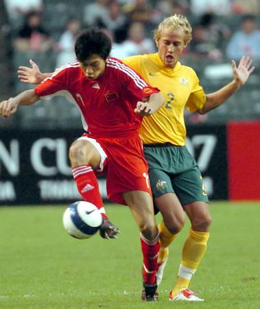 图文:贺岁杯中国国奥2-0澳大利亚 朱挺挺进