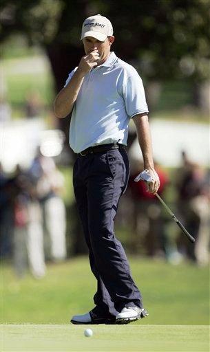 图文:2007尼桑高尔夫公开赛 哈灵顿研究果岭线