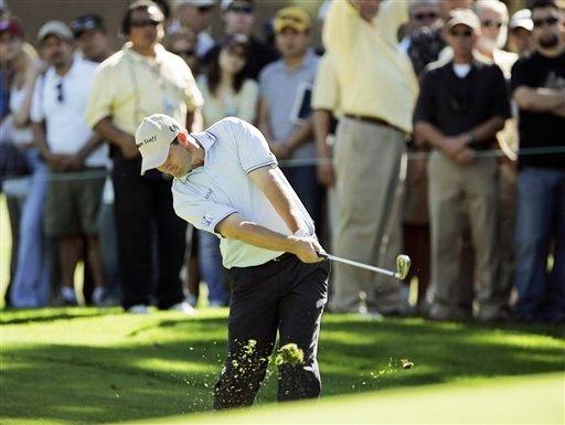 图文:2007尼桑高尔夫公开赛 哈灵顿在进攻果岭