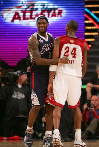 NBA图:全明星赛赌城开战 詹姆斯打趣科比
