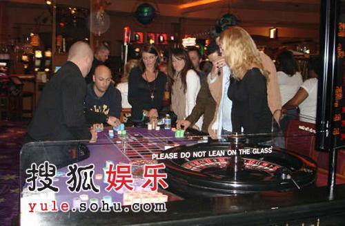 卡梅隆拉斯维加斯夜游 无爱情滋润赌博打发时间