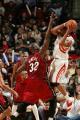 NBA图:火箭战胜热火  奥尼尔长臂封盖