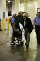 NBA图:火箭战胜热火  韦德坐轮椅去治疗