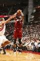 NBA图:火箭战胜热火  巴蒂尔防守韦德