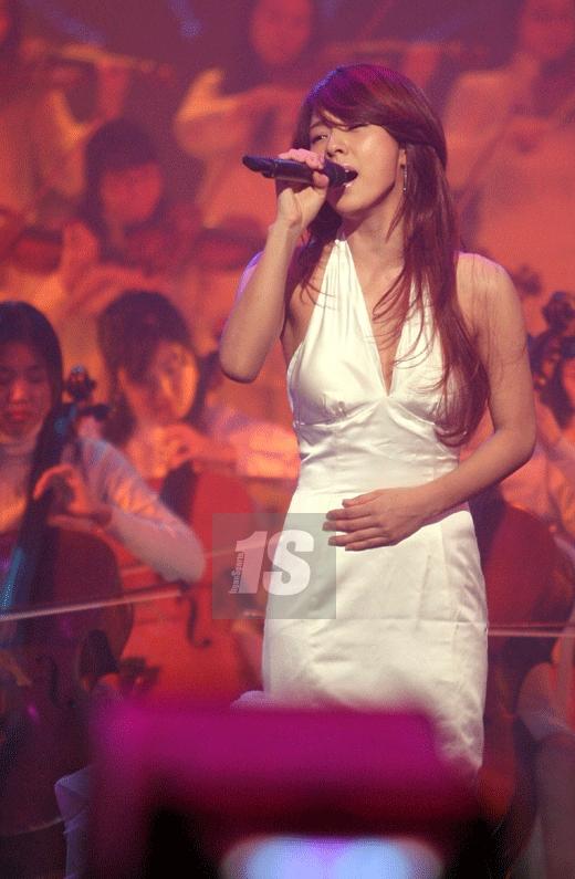 李孝利凭新单曲回归 录影略显紧张数次NG(图)