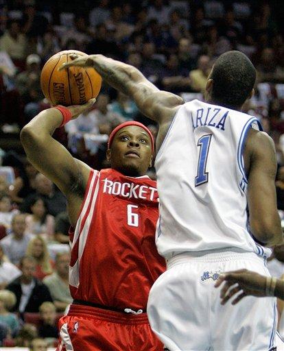 NBA图:火箭VS魔术 阿里扎封堵维尔士上篮