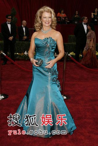 玛丽-哈特蓝色礼服华贵四射 风采依旧走红毯
