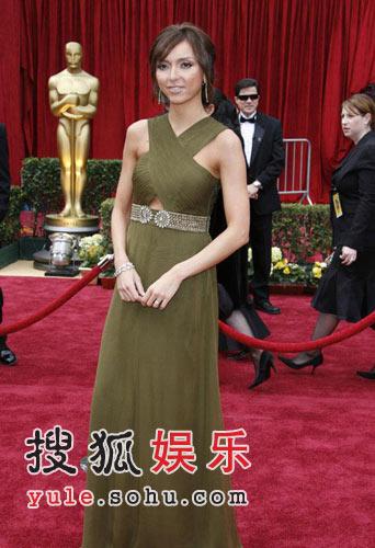 葛若丽娜-得潘迪性感亮相 绿色长裙展风采(图)