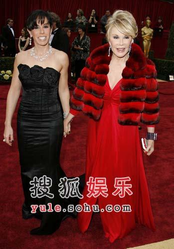 Joan Rivers母女像姐妹一样亮相红毯