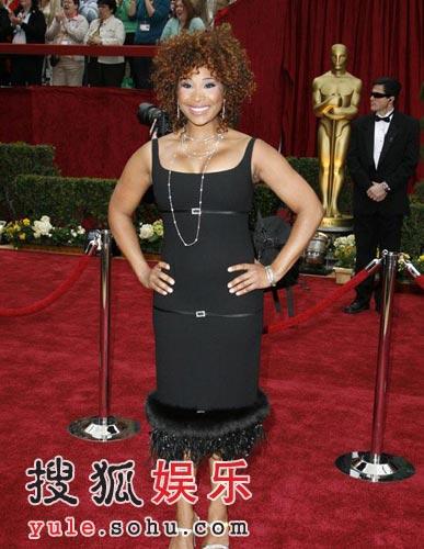 女星泰妮卡-瑞紧身黑色礼服逼爆丰满双峰(图)