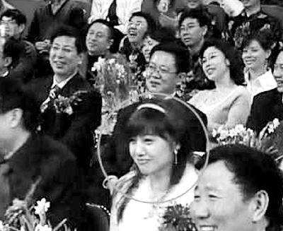 神秘女子春晚上镜14次 网友猜是潘长江女儿(图)