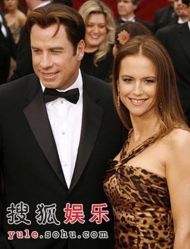 图:约翰屈伏塔和妻子凯丽普雷斯顿红毯秀恩爱