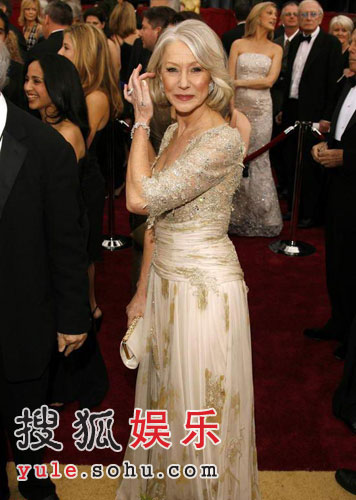 图:影后大热门海伦-米伦着华丽晚装亮相红毯