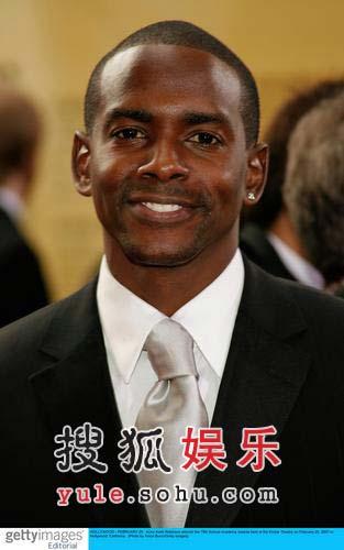 图:男演员凯斯罗宾逊亮相红毯