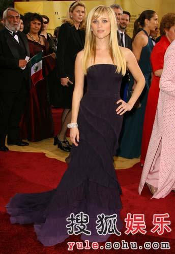 图:瑞茜-威瑟斯彭着紫色礼服走红毯