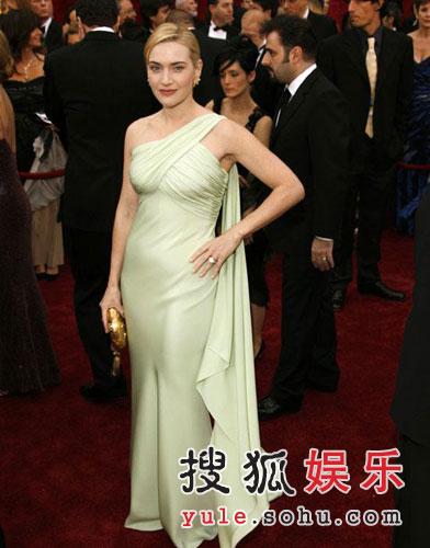 图:影后候选人凯特-温斯莱特绿色礼服显丰满