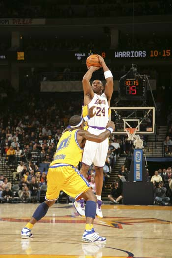 NBA图:湖人胜勇士 科比跳投没人能防