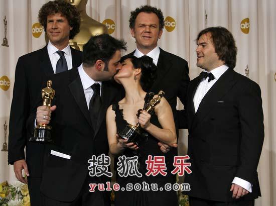 图:《潘恩的迷宫》获最佳化妆奖 一吻秀激情