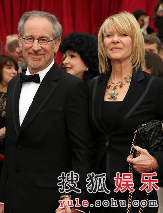 图:斯蒂芬-斯皮尔伯格与女星凯特亮相红毯
