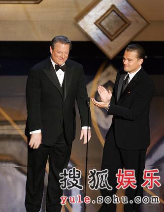 图:前副总统戈尔与迪卡普里奥上台调侃