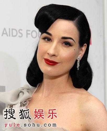 """图:""""舞娘""""蒂塔-万提斯复古发型 秀娇艳红唇"""