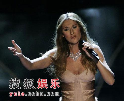 图:席琳-迪翁颁奖礼一展天籁歌喉 深情演绎