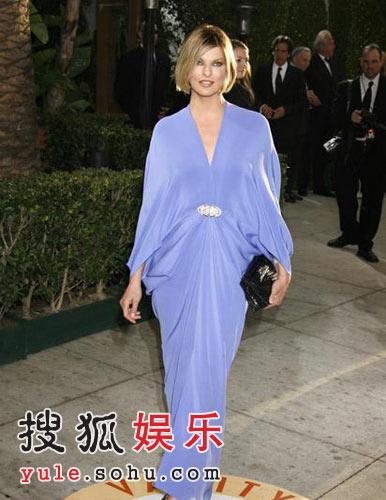图:奥斯卡派对 琳达-伊万戈莉斯塔丝绸礼服