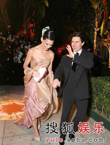 图:奥斯卡庆祝派对 汤姆-克鲁斯招呼影迷